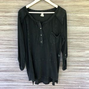Free People black distressed button tunic H14